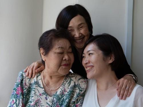 Ms Teruko Ueno,survivor of the atomic bombing of Hiroshima,daughter Ms Tomoko Watanabe&granddaughter Ms Kuniko Watanabe ©Lee Karen Stow 2015